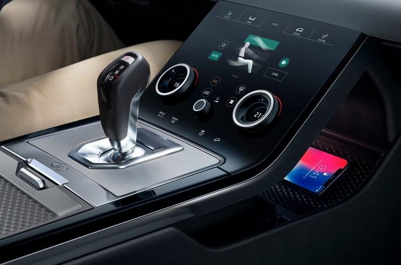 Range Rover Evoque 2019 interior